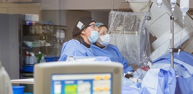 Premiera medicala la Spitalul Sanador: Doi pacienti au fost salvati rin tratamentul interventional al anevrismelor de aorta cu endoproteze de ultima generatie