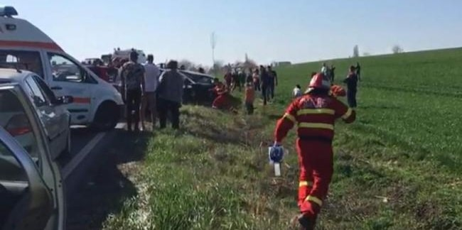 Accident la Sendreni, judetul Galati, soldat cu trei morti si sapte raniti. Politia a deschis dosar penal pentru ucidere din culpa