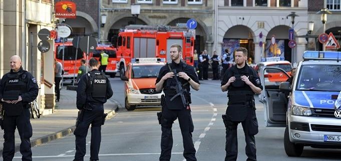 Atentat dejucat la Berlin, persoanele arestate fac parte din cercul restrans al teroristului care a intrat cu un camion la Targul de Craciun din 2016