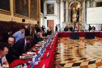 Comisia de la Venetia a stabilit ca modificarea Codurilor Penale slabeste lupta impotriva coruptiei. Iohannis ii cere demisia ministrului Justitiei