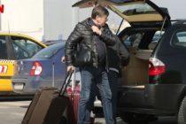 Crin Antonescu, surprins alaturi de sotia sa pe aeroportul Otopeni. Uite cum s-a schimbat fostul presedinte al PNL