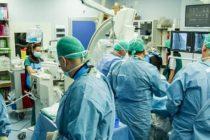 Interventie pe cord fara anestezie generala, in premiera pentru mediul medical privat romanesc. Interventia a fost efectuata de medicii Dan Deleanu, Marin Postu si Lucian Dorobantu