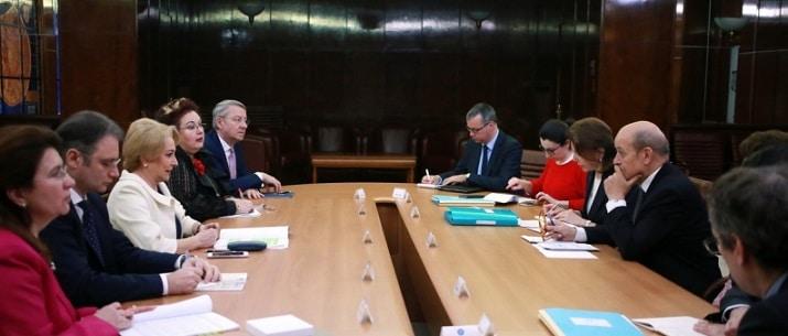 Premierul Viorica Dancila s-a intalnit cu ministrul francez Jean-Yves Le Drian