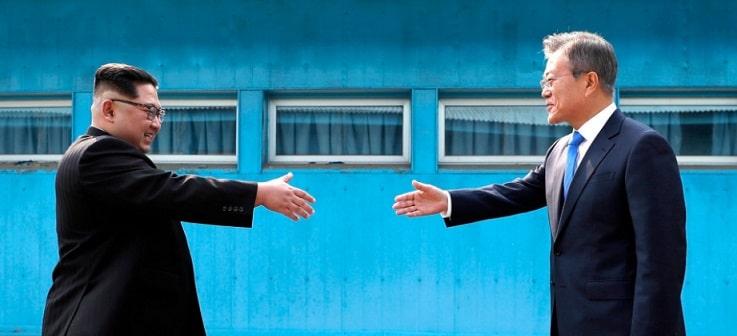 Coreea de Nord scrie o noua pagina de istorie: Kim Jong Un a traversat linia de demarcatie cu Coreea de Sud pentru a se intalni cu Moon Jae In