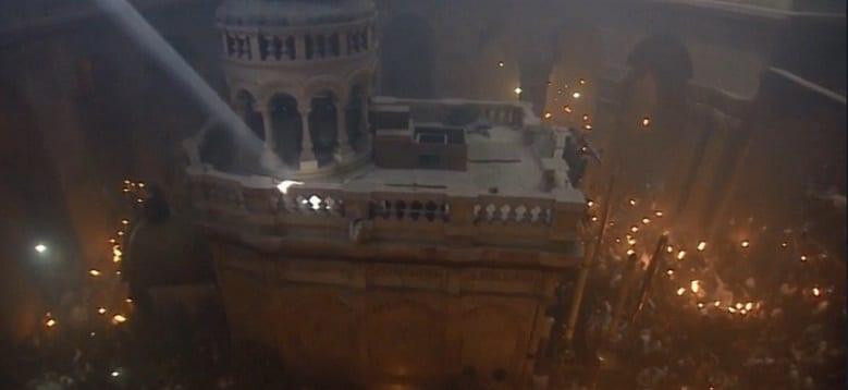 Lumina Sfanta s-a aprins in Biserica Mormantului Sfant din Ierusalim, de unde va fi trimisa in intreaga lume, inclusiv in Romania