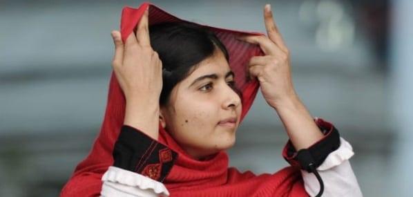 Malala a revenit din Marea Britanie in orasul natal din Pakistan pentru prima data de cand a fost impuscata de talibani