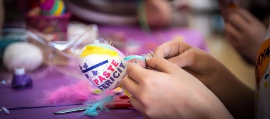 De Paste, beneficiarii serviciilor sociale din sectorul 6 isi expun creatiile in ateliere traditionale