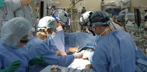 Primul transplant pulmonar din Romania a inceput in aceasta dimineata la Spitalul Sf. Maria din Bucuresti