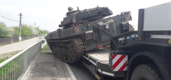 Incident cu un vehicul militar in judetul Prahova, acesta s-a desprins din sistemul de ancorare