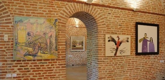 """Expozitia """"Estetica eternului acum"""" reuneste o suta de artisti romani, pana pe 15 iulie, in spatiile medievale ale Muzeului National Cotroceni"""