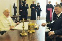 Presedintele Iohannis sustine ca Dancila ar fi inteles prost ca Papa Francisc va veni in Romania anul viitor: O confuzie inexplicabila. Se va anunta simultan de la Vatican si de la Administratia Prezidentiala