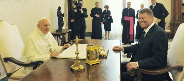 Presedintele Iohannis sustine ca Dancila a inteles prost ca Papa Francisc va veni in Romania anul viitor: O confuzie inexplicabila. Se va anunta simultan de la Vatican si de la Administratia Prezidentiala