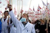 Biochimistii, biologii si chimistii din Sanatate protesteaza la Ministerul Sanatatii fata de modificarea coeficientilor de salarizare si a celor de ierarhizare
