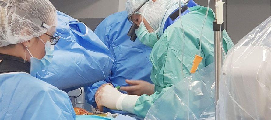 "Pacienta cu ""aorta de portelan"", tratata minim invaziv prin procedura TAVI Transapical de o echipa de medici de la Spitalul Sanador"