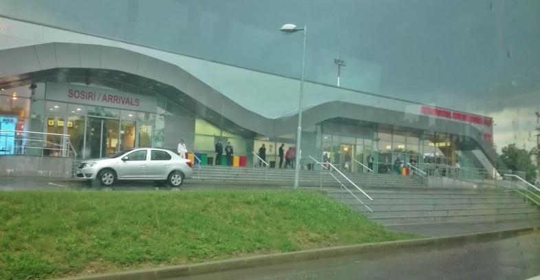 Cursa anulata pe Aeroportul din Iasi din cauza vremii, zborul Londra - Iasi a dat emotii pasagerilor la aterizare. Un avion de mici dimensiuni s-a prabusit tot in judetul Iasi