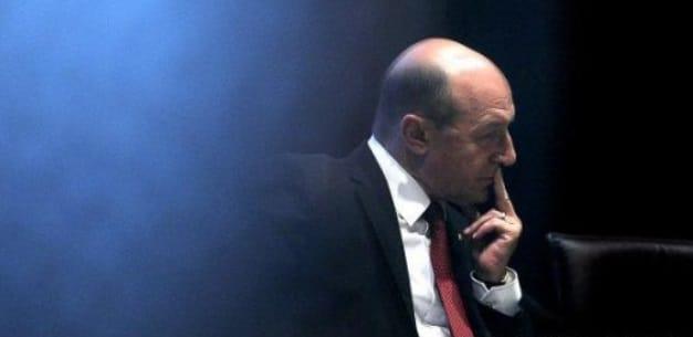 Basescu ii recomanda lui Iohannis sa declanseze referendum privind numirea si revocarea procurorilor: Presedintele trebuie sprijinit, tara va intra in derapaj