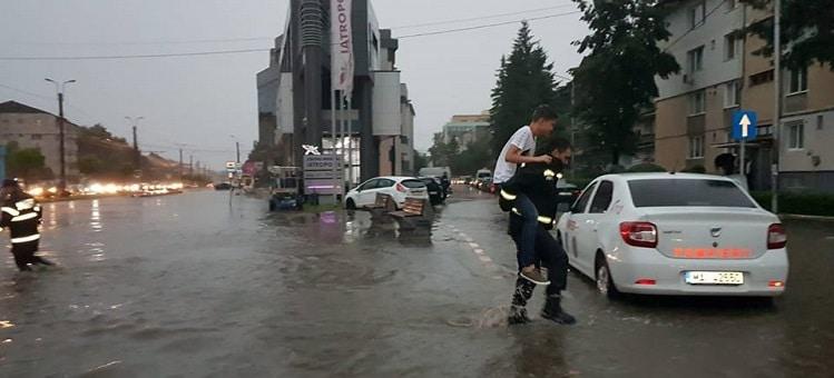 Departamentul pentru Situatii de Urgenta: Peste 1.600 de pompieri au intervenit in zonele afectate de inundatii