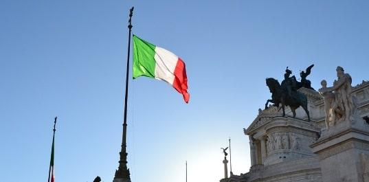 ITALIA. Ministrul de Interne cere interzicerea permiselor de sedere din motive umanitare