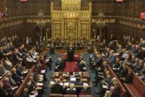 Parlamentul de la Londra a aprobat o lege prin care cere amanarea pe termen lung a Brexit si exclude posibilitatea unei iesiri din UE fara acord