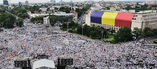 Zeci de mii de membri si simpatizanti PSD au participat sambata la mitingul din Piata Victoriei