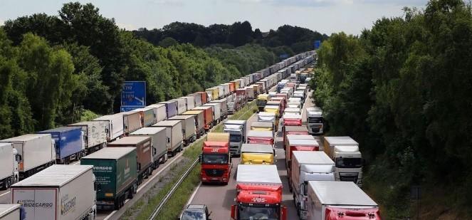 Autostrada M20 din Marea Britanie ar putea deveni o uriasa parcare pentru camioane timp de mai multi ani dupa iesirea din UE