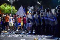 Un nou protest in Piata Victoriei. Zeci de dube de jandarmi si ambulante, in jurul Guvernului