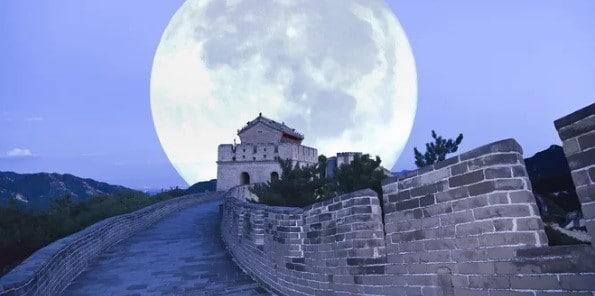 """China vrea sa lanseze o luna artificiala care sa inlocuiasca iluminatul stradal. Chinezii sustin ca stralucirea """"lunii artificiale"""" este de opt ori mai mare ca a celei reale"""