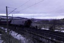 Accident feroviar in Hunedoara. Trenul Constanta – Arad a deraiat in localitatea Baiesti, in tren se aflau 120 de persoane