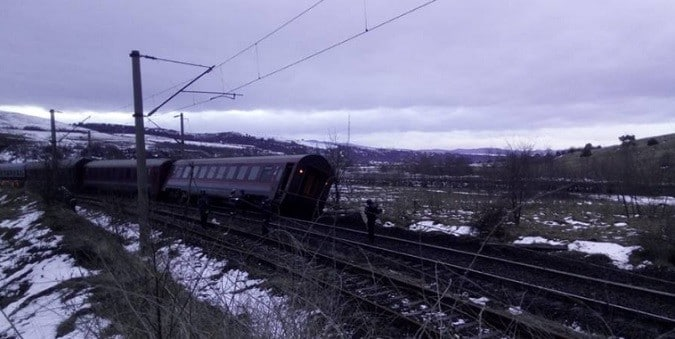Accident feroviar in Hunedoara. Trenul Constanta - Arad a deraiat in localitatea Baiesti, in tren se aflau 120 de persoane
