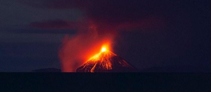 Tsunami de proportii in Indonezia, dupa eruptia unui vulcan. Zeci de morti si sute de raniti si disparuti
