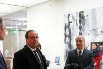 Francois Hollande a fost alaturi de ambasadorul Romaniei la Paris in atelierul reconstituit al lui Brancusi si la expozitiile romanesti din Centrul Pompidou