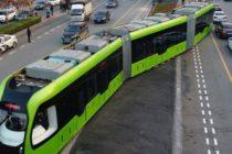 China ne surprinde din nou cu o solutie inovatoare de transport a viitorului: Tramvaiul care circula fara sine si fara vatman