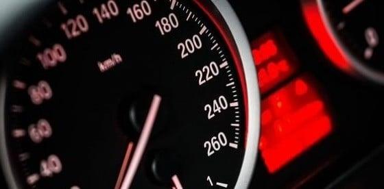 Producatorii de masini au inceput sa fabrice autoturisme cu viteza plafonata in jos