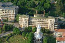 Cinci medici de la Spitalul Judetean Neamt au fost retinuti, una dintre cele mai aglomerate sectii nu are medici care sa-i inlocuiasca