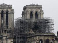 Focul de la Notre Dame a fost stins complet. Echipajele verifica stabilitatea cladirii si evacueaza operele de arta