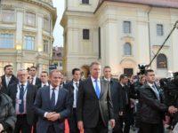 """Liderii UE si Klaus Iohannis, baie de multime la Sibiu! Romanii adunati in Piata Mare au scandat""""Europa"""" si""""Iohannis"""""""