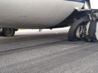Incident cu o aeronava TAROM care efectua cursa Satu Mare - Bucuresti, anvelopele trenului de aterizare au explodat