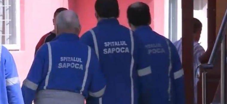Un bolnav de la Spitalul de Psihiatrie Sapoca a ucis si ranit mai multi pacienti. Agresorul a fost mutat intr-o camera fara supraveghere, lucru neconsemnat in acte