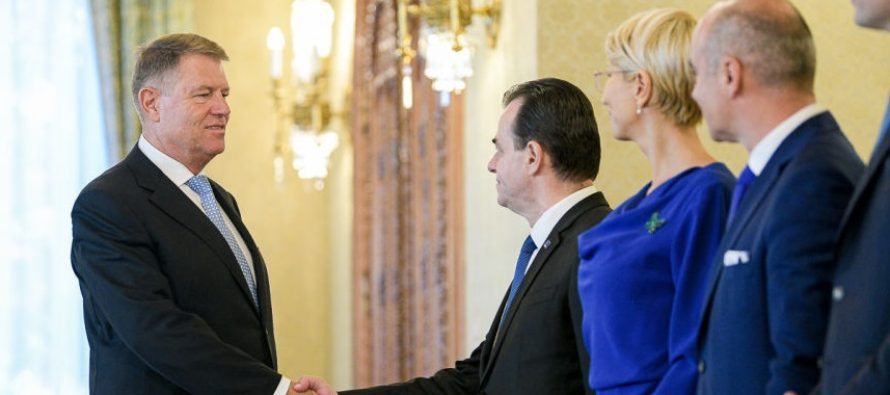 Guvernul Orban a depus juramantul la Palatul Cotroceni, dupa ce a trecut de Parlament cu 240 de voturi