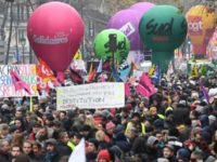 Haos in Franta! Greva masiva in 50 de orase impotriva reformei sistemului de pensii anuntata de presedintele Macron