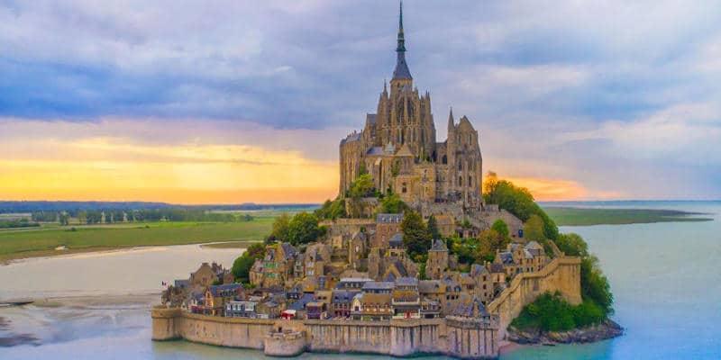 Insula Mont Saint-Michel din Franta, un loc magic desprins din visul Arhanghelului Mihail