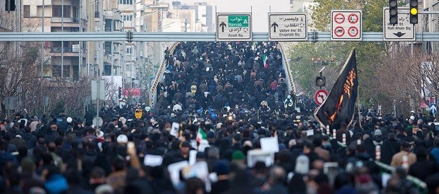 Haos la inmormantarea generalului iranian Qassem Soleimani. Cel putin 35 de oameni au murit calcati in picioare, intr-un haos general izbucnit in orasul Kerman, unde sute de mii de oameni au venit sa-i aduca tribut generalului Qassem Soleimani