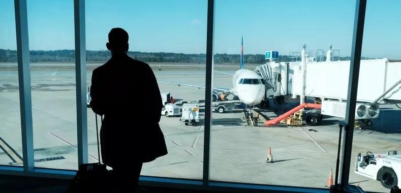 Distantarea sociala in aeroporturi si avioane este una dintre masurile care se vor pastra in vederea reluarii zborurilor pentru calatori