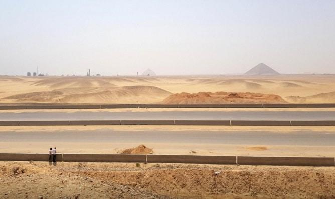 Egipt construieste doua autostrazi cu opt benzi pe platoul piramidelor de langa Cairo