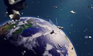 """Orice impact cu un obiect din """"gunoiul spatial"""" ar fi devastator pentru un satelit ori racheta."""