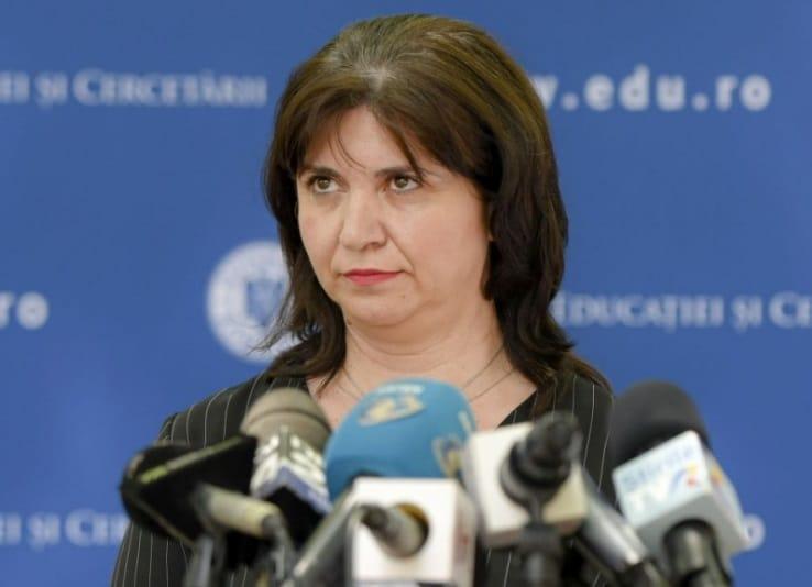 Ministrul Educatiei ia in calcul renuntarea la teze in acest an scolar si digitalizarea educatiei