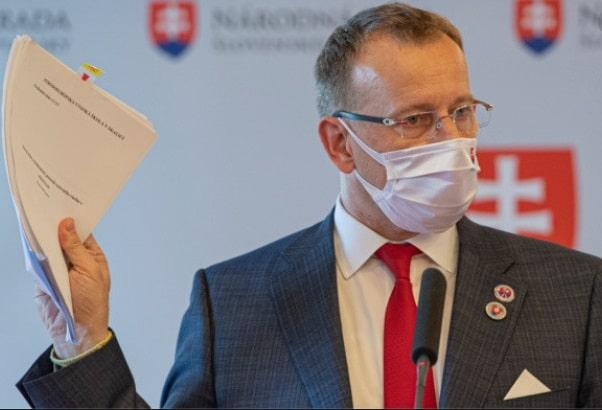 Slovacia le permite celor care au plagiat inainte de intrarea in vigoare a legii impotriva plagiatului sa isi pastreze diplomele