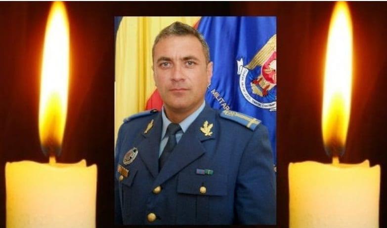 Theodor Ouatu, militar de cariera, a fost inmormantat cu onoruri militare. Fratele sau, artistul Cezar Ouatu: Teutu meu, sunt gol si-mi pare tare rau