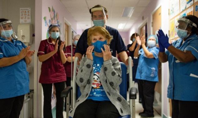 Marea Britanie a inceput vaccinarea in masa impotriva coronavirusului. Prima persoana vaccinata, o bunica de 90 de ani